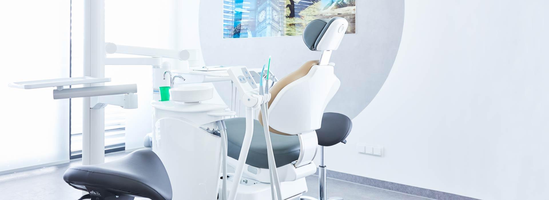 ZAHNWEISS – Praxis für moderne Zahnmedizin - Wurzelspitzenresektion als letzte Rettung 1